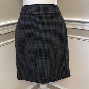 Banana Republic Black/Grey Houndstooth Skirt